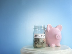 Roth IRA savings jar and piggy bank