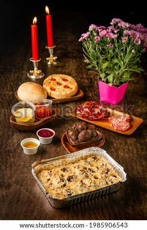 Rotolo with shredded ribs and funghi with milk cream on a romantic dinner table. Gourmet. Valentine's day. Foto d'archivio ©