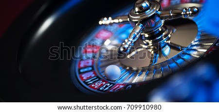 Roulette in casino and Poker Chips Photo stock ©