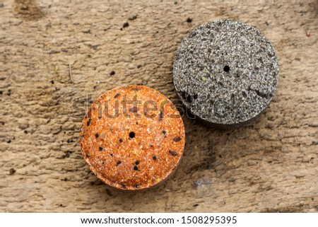 Round briquettes of pressed flax seed and sunflower seed. It is used as feed for animals, birds and fish. One of the feed ingredients.