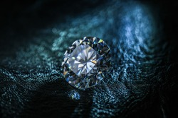 Round Cut Diamond and Blue Light
