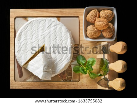 Round soft cheese, with a section cut Foto d'archivio ©