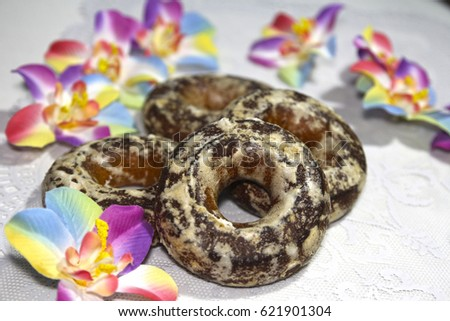 Round sweet Gingerbread decorated with colored flowers