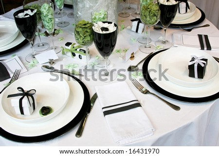 Round wedding table with lot of decorations