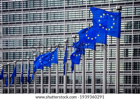 Row of EU Flags in front of the European Union Commission building in Brussels Foto stock ©