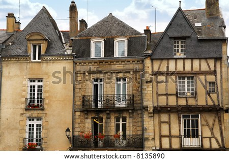pics of houses in france. medieval houses in Vannes,