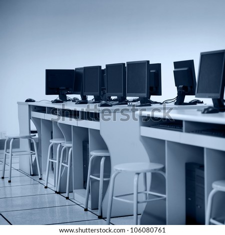 Rows of computer neatly placed in a computer lab.