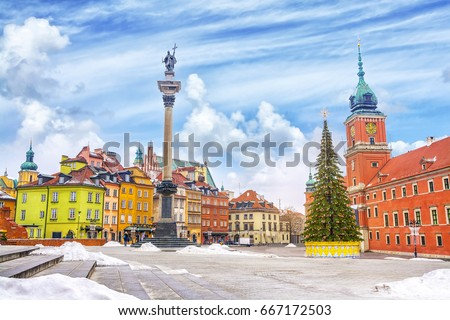 Royal Castle, ancient colorful townhouses and Sigismund's Column in Old town in Warsaw on a Christmas day, Poland, is UNESCO World Heritage Site. #667172503