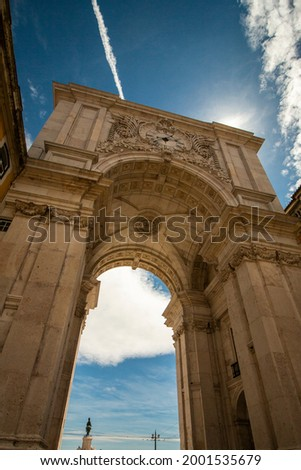 Rua Augusta Arch in Lisbon, Portugal. Closeup from frog's-eye view. Foto stock ©
