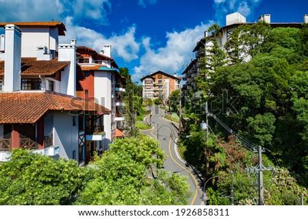 Rua Torta (Crooked Street), Emilio Sorgetz, Gramado, Rio Grande do Sul, Brazil.  Foto stock ©