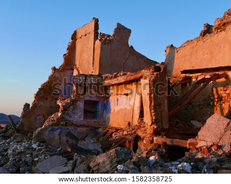 "Ruined house of the Spanish civil war in ""Roden"", Spain. Stock foto ©"