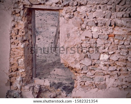 Ruined wall of the Spanish civil war. The photograph was taken in 'Roden', a town near Zaragoza, Spain. Stock foto ©