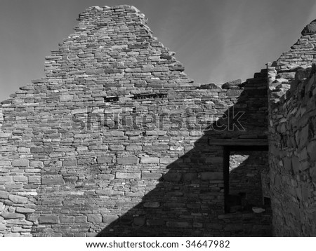 Ruined walls of the prehistoric Native American dwelling, Chetro Ketl. Chaco Canyon, New Mexico, USA.