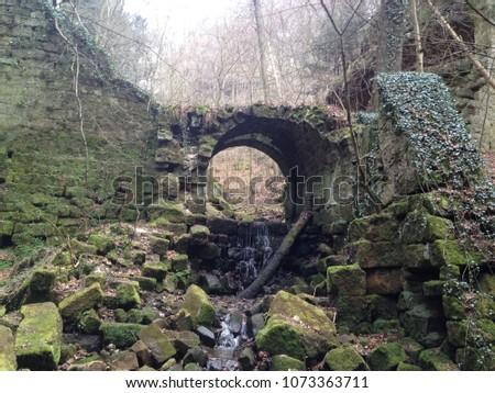 Ruins on the way to the Caspar David Friedrich path