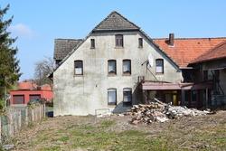 Run-down house in a village in Lower Saxony