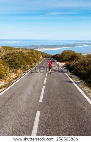 runner/the man running on the road/Arrabida