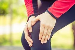 runner woman accident knee pain during marathon running