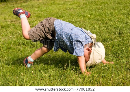 Running boy fall down in park