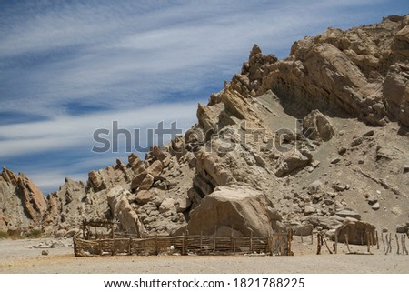 Rural scenic. View of the ranch rustic pen and fence in the arid desert. The sandstone and rocky hills in the background.  Foto stock ©