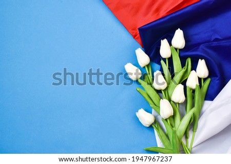 Russia day is a Russian holiday. June 12 Day of Russia. Flowers tulips and flag on a blue background. Stockfoto ©