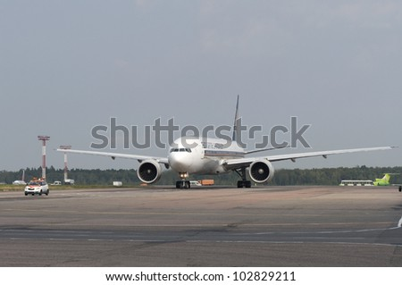 RUSSIA, DOMODEDOVO - SEPTEMBER 1: Jet aircraft operated by Singapore Airlines is taxiing for arrival airport Domodedovo on September 01, 2011. The airline's fleet consists of 59 Boeing 777