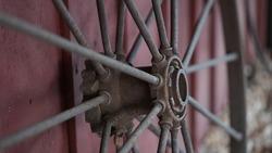 Rustic Wagon Wheel decor on barn