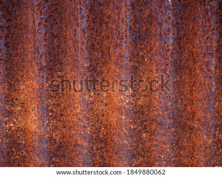 rusty metal wall, old sheet of iron covered with rust and corrosion paint. Texture or background. Foto stock ©