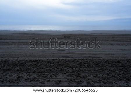 Ruts left after the car ran along the beach                              Imagine de stoc ©