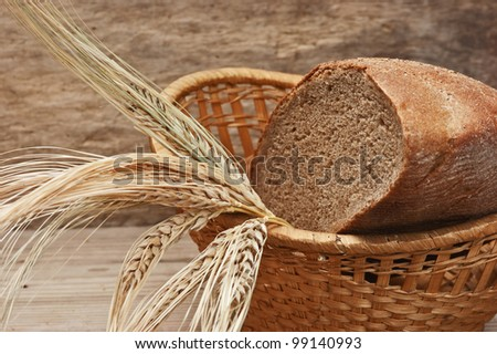 rye bread and ears of corn in the basket