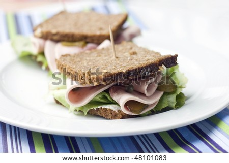 rye bread sandwiches with ham