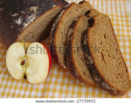 rye bread slices and apple on yellow checkers tablecloth