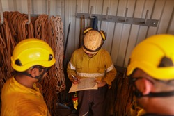 Safe work practices rope access safety inspector inspecting faulty damage ropes equipment ensure are good working condition prior starting each shut down construction site Sydney