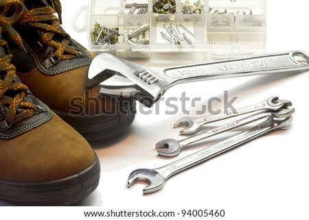 safety shoes with adjustable spanner, open.end spanner and screws mix