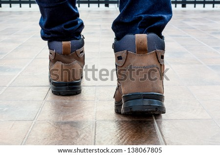 Safety shoes with forward step walking
