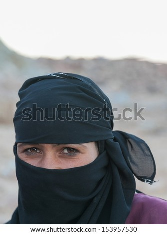 SAHARA DESERT, EGYPT - YAN 26: Portrait of the unknown young berber woman in the Sahara Desert, Egupt, Yanuary 26, 2010. Tribes of bereber wander across all North Africa from Morocco to Egypt.