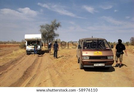 SAHARA, MALI - JANUARY 8: Participants of Budapest - Bamako Rally rescue a car from the sand  on January 8, 2006, Sahara, Mali. Sticking in the desert is a serious problem.
