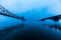 Saint Louis, Missouri: Bridges over the Mississippi River on a foggy morning