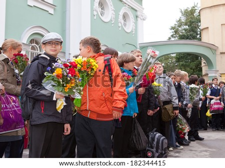 SAINT PETRSBURG - SEPTEMBER 1: Children with flowers near the School on the first day of school on September 1, 2011 in Saint-Petersburg, Russia