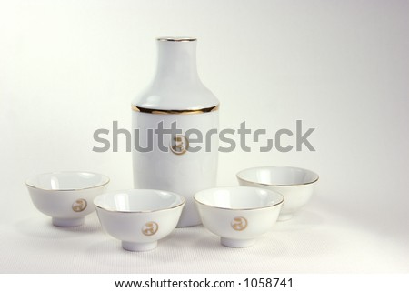 Saki server and cups