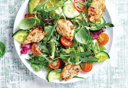 Salad of vegetables and chicken