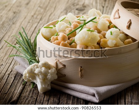salad with cauliflower and chick-peas, healthy salad