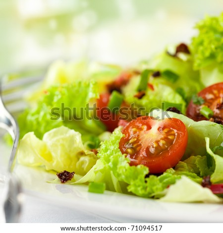 Salad with fresh and dry tomatoes