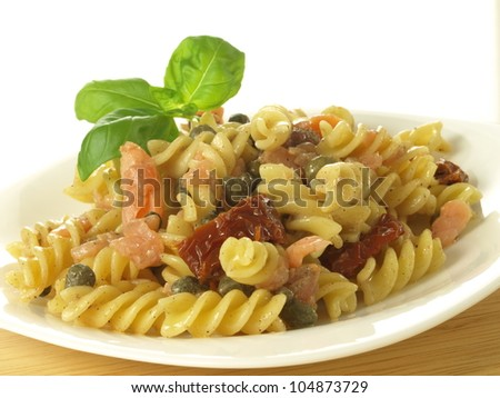 Salad with fusilli, salmon and sun dried tomatoes