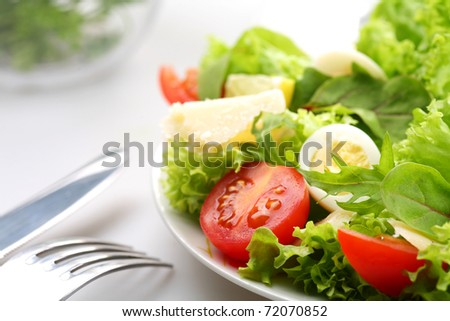 salad with tomatoes and quail egg