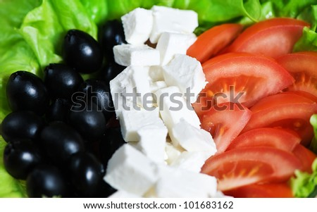Salad with tomatoes, olive berries and feta