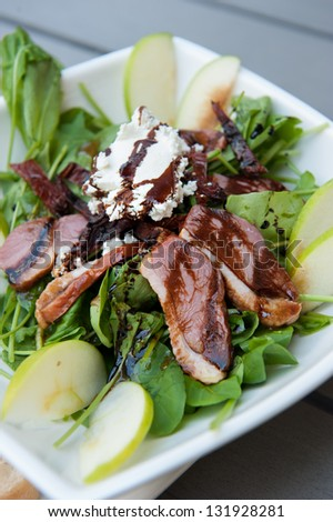 Salade de canard smoked duck rocket salad goat cheese walnut apple sundriedtomato