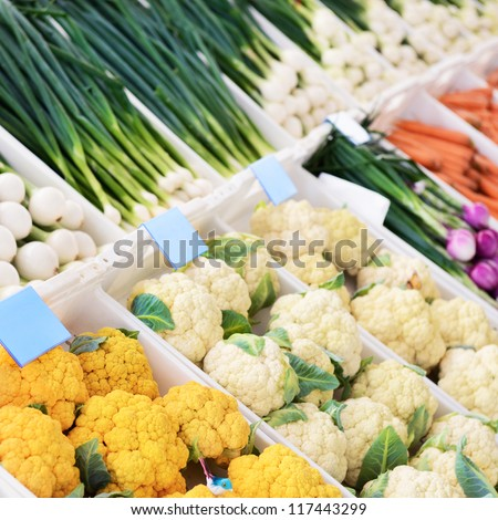 Sale of fresh vegetables in the grocery store