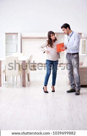 Salesman explaining to woman customer at furniture store Foto d'archivio ©