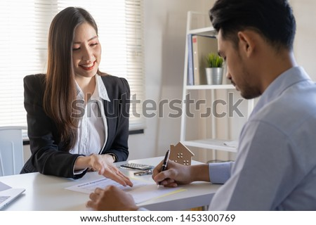 Salesmen are letting the male customers sign the sales contract, Asian women and men are doing business in the office, Business concept and contract signing #1453300769