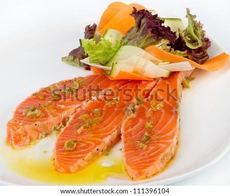 Salmon in butter with fresh vegetables and lettuce